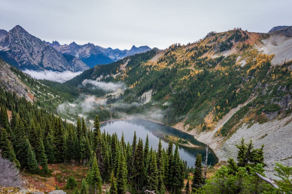 North Cascades National Park // Plan your Washington road trip with this guide to the best stops for outdoor adventure including National Parks, towns, hikes, and more.