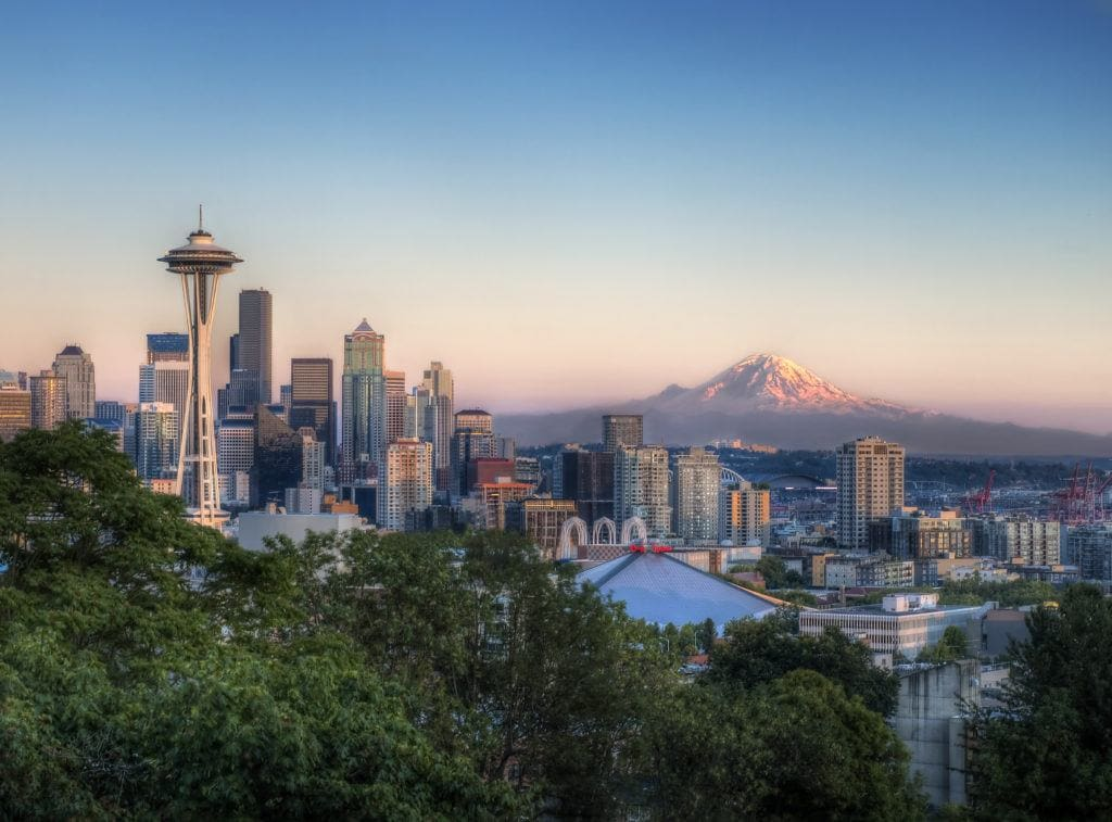 Seattle, Washington // Plan your Washington road trip with this guide to the best stops for outdoor adventure including National Parks, towns, hikes, and more.