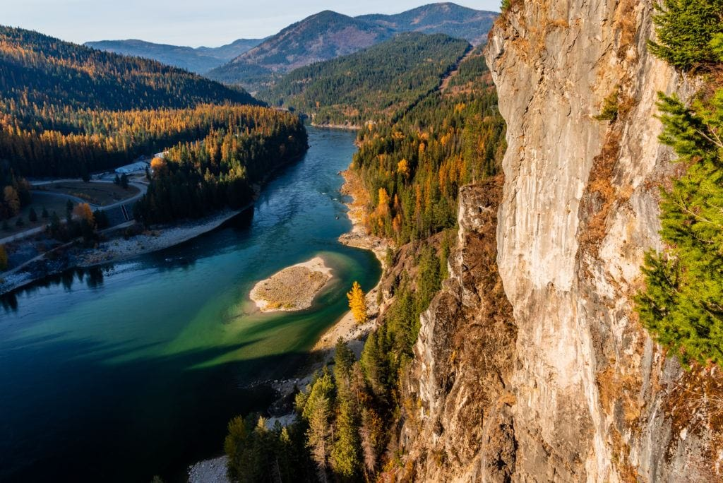 Selkirk Mountains // Plan your Washington road trip with this guide to the best stops for outdoor adventure including National Parks, towns, hikes, and more.