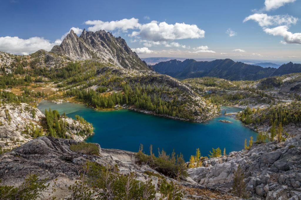 The Enchantments // Plan your Washington road trip with this guide to the best stops for outdoor adventure including National Parks, towns, hikes, and more.