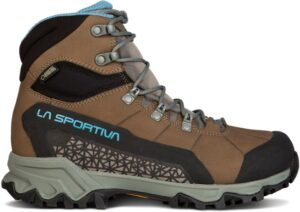 La Sportiva Nucleo Hiking Boot // Get the scoop on the best women's hiking boots a d lightweight hiking shoes and learn how to choose the best hiking boots for you.