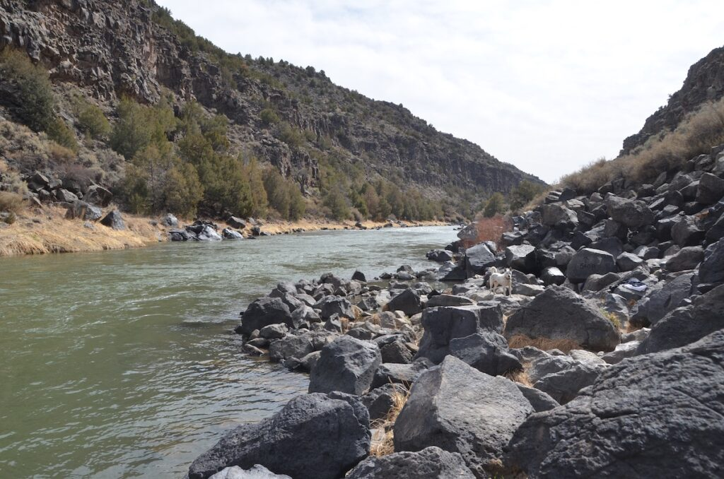 Black Rock Hot Springs // This hot springs guide includes the best natural New Mexico hot springs including hiking distances and a map to find each hot spring.