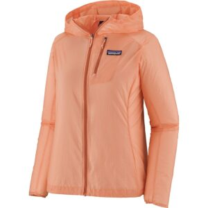 Patagonia Houdini Jacket // Not sure what to wear hiking? Learn how to dress for both function & comfort on the trail with this women's best hiking clothes guide.