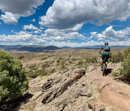 Discover the best e-bike trails in the US for mountain biking. From flowy singletrack to cross-country terrain, there are trails for everyone