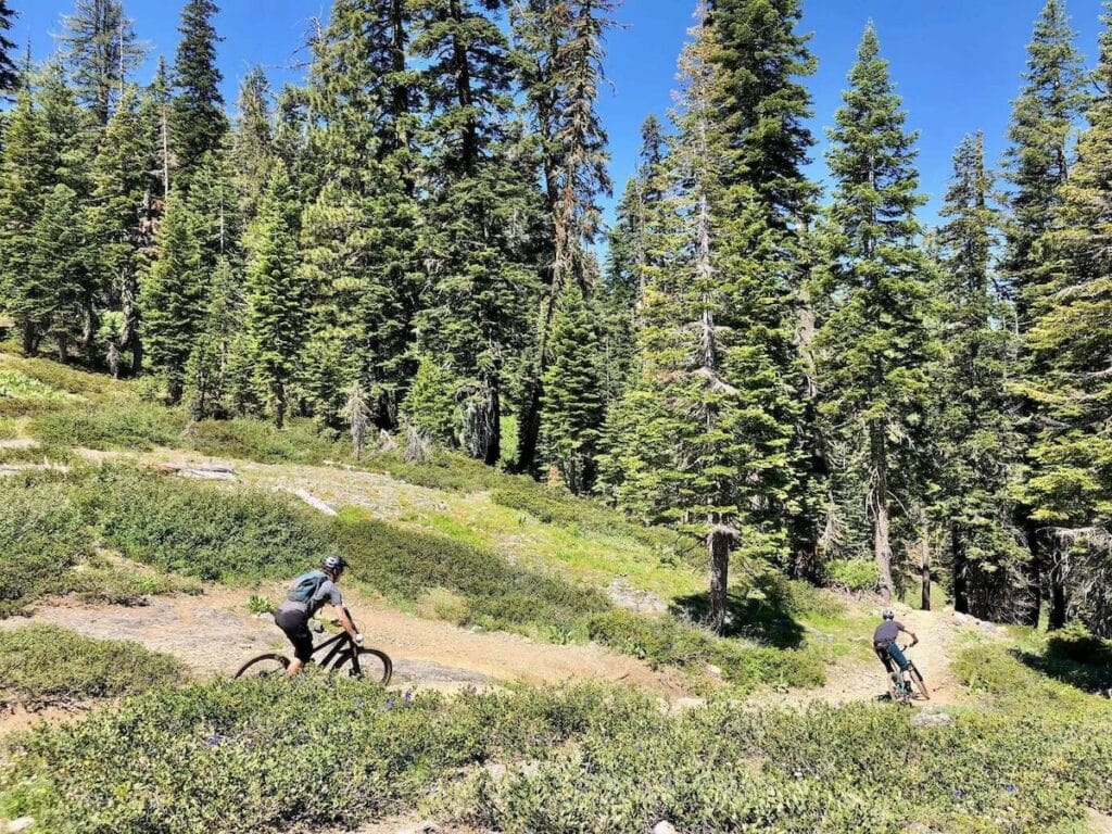 Downieville Downhill // Discover the best e-bike trails in the US for mountain biking. From flowy singletrack to cross-country terrain, there are trails for everyone.