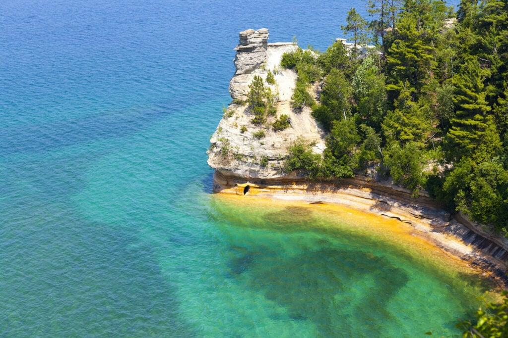 Pictured Rocks National Lakeshore // One of the best Upper Peninsula hikes in Michigan