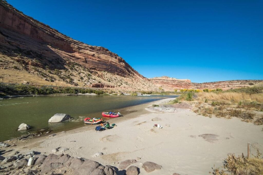 Ruby Horsetheif Canyon Colorado // Here are the best river trips for beginners with gorgeous scenery, gentle rapids, & awesome overnight camping.