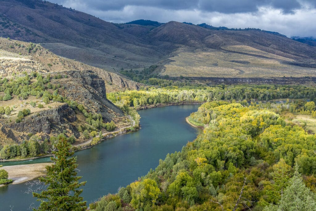 South Fork Snake River Idaho // Looking to get experience on the water? Here's the best river trips for beginners with gorgeous scenery, gentle rapids, & awesome camping.