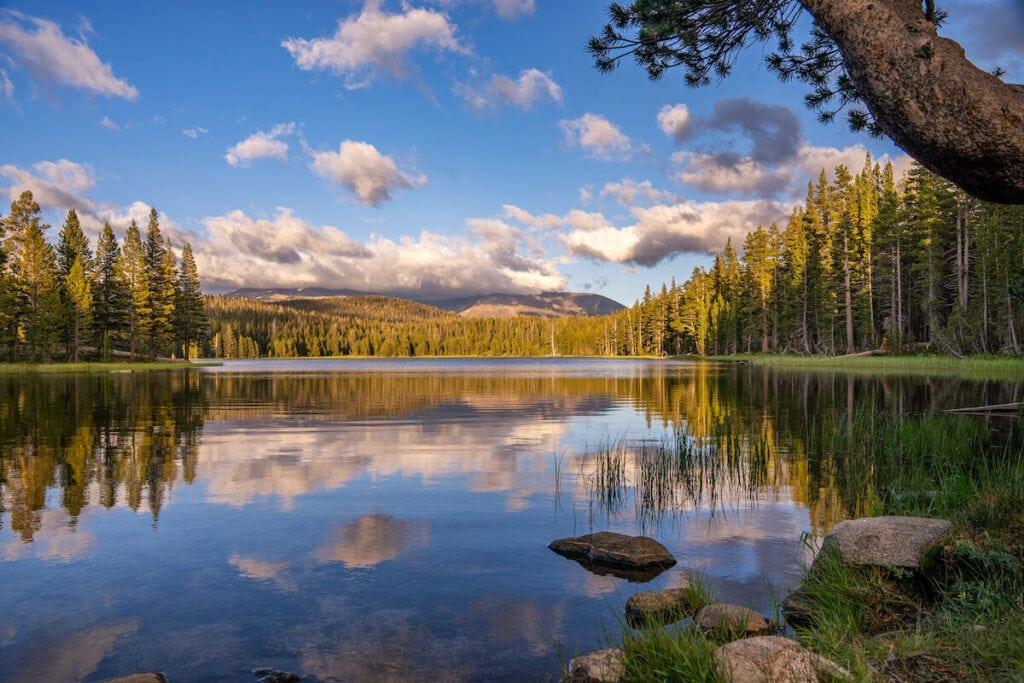 Dog Lake // Looking for the best hikes in Yosemite National Park? We've got you covered with detailed trail guides for the park, including a map.