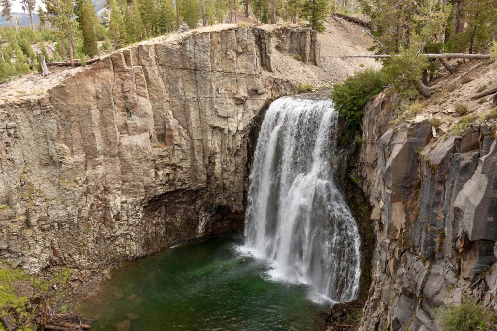 Rainbow Falls // Discover the best Mammoth Lakes hikes with stunning views of the Eastern Sierra, crystal clear lakes, alpine meadows, and more!