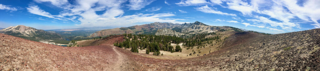 Mammoth Crest Trail // Discover the best Mammoth Lakes hikes with stunning views of the Eastern Sierra, crystal clear lakes, alpine meadows, and more!
