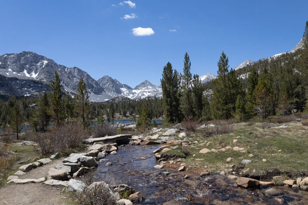 Little Lakes Valley Trail // Discover the best Mammoth Lakes hikes with stunning views of the Eastern Sierra, crystal clear lakes, alpine meadows, and more!