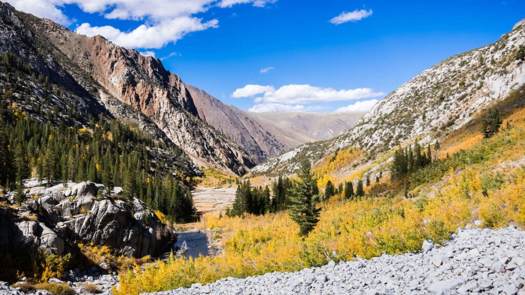 McGee Creek Trail // Discover the best Mammoth Lakes hikes with stunning views of the Eastern Sierra, crystal clear lakes, alpine meadows, and more!