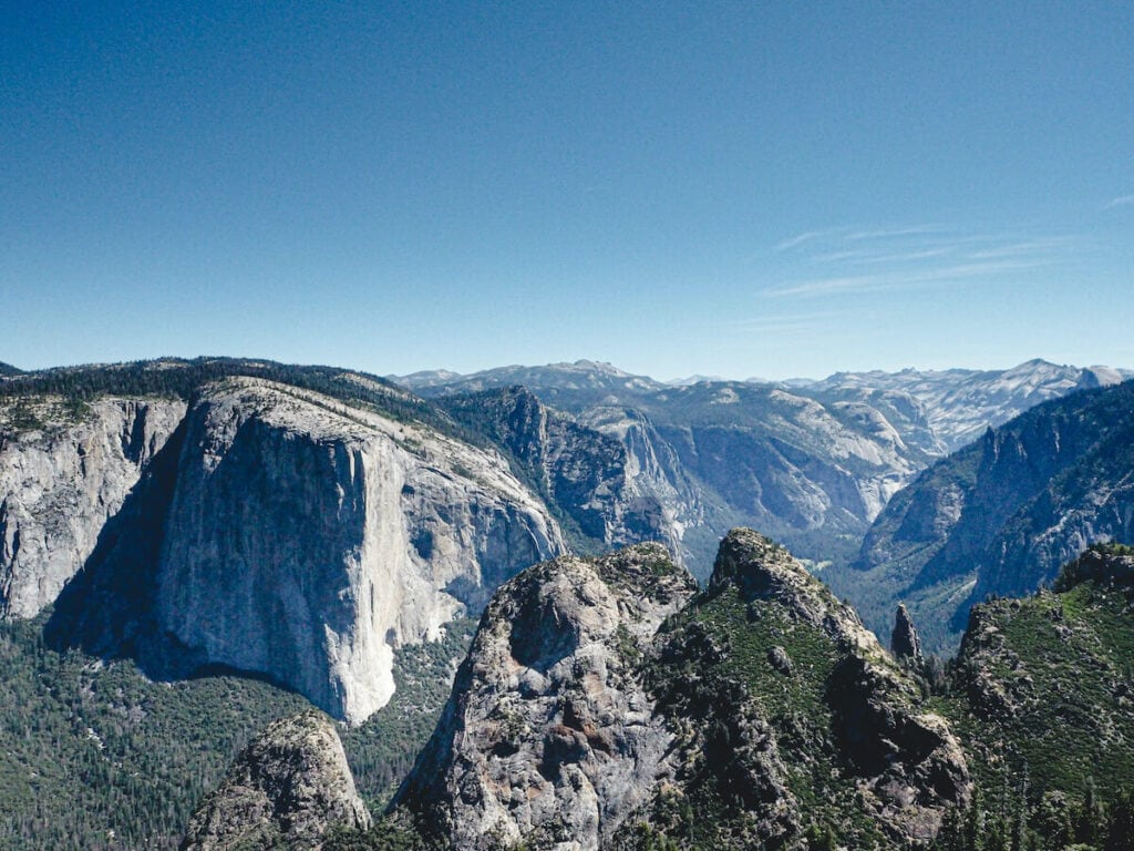 Dewey Point // Looking for the best hikes in Yosemite National Park? We've got you covered with detailed trail guides for the park, including a map.