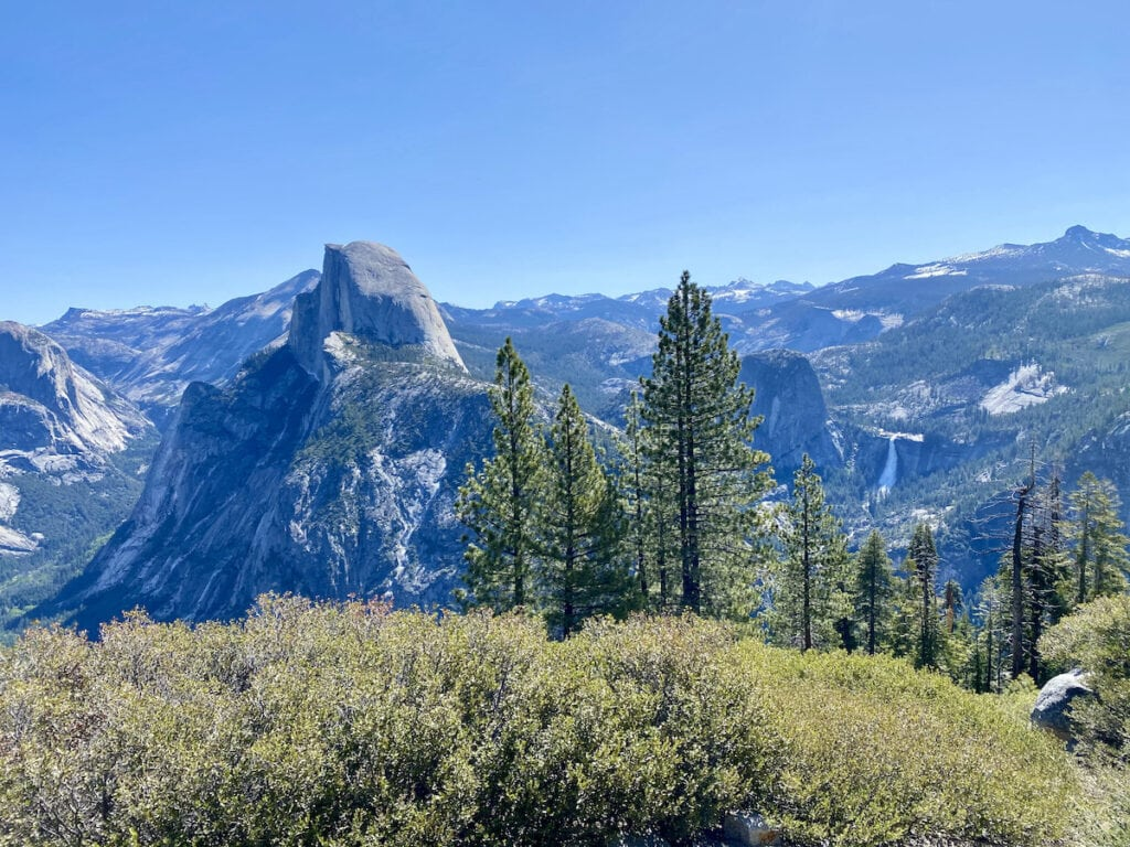 Four Mile Trail // Looking for the best hikes in Yosemite National Park? We've got you covered with detailed trail guides for the park, including a map.