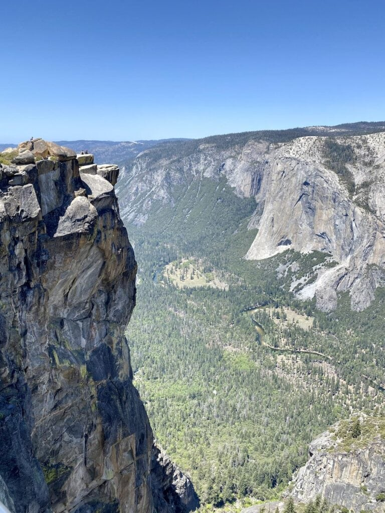 Taft Point // Looking for the best hikes in Yosemite National Park? We've got you covered with detailed trail guides for the park, including a map.
