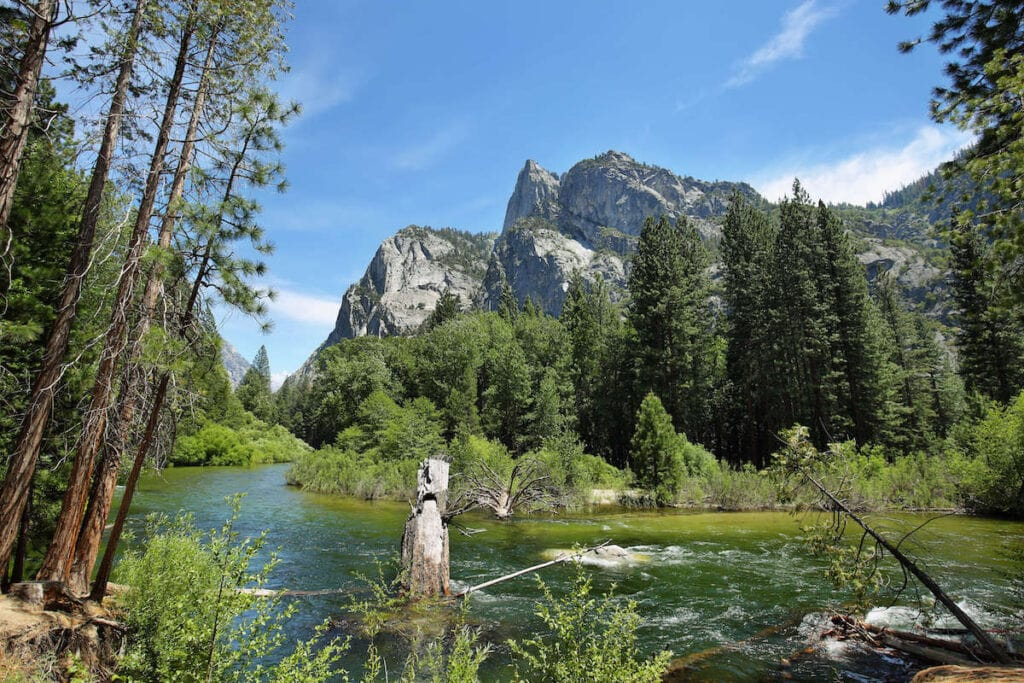 Kings Canyon National Park // The best California road trips stops for outdoor adventure including California's National Parks, monuments, coastal towns, and more.
