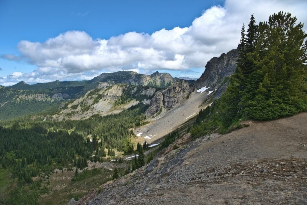 Mt Fremont Trail // Plan your trip to Mt. Rainier National Park with our guide to the best Mt. Rainier hikes for epic views during the summer.