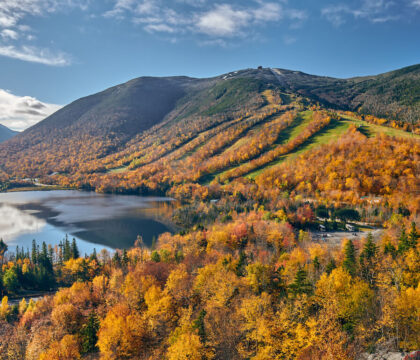 Explore the best New Hampshire hikes to see fall foliage with our comprehensive hiking guide including directions and trail stats.