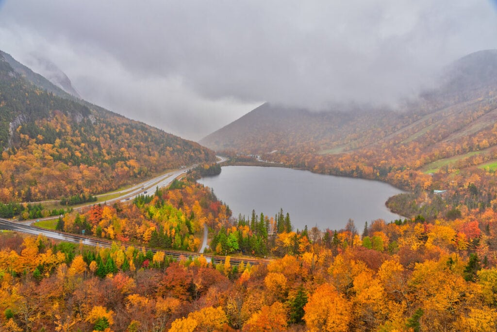 Artist's Bluff Franconia Notch State Park // Explore the best New Hampshire hikes to see fall foliage with our comprehensive hiking guide including directions and trail stats.