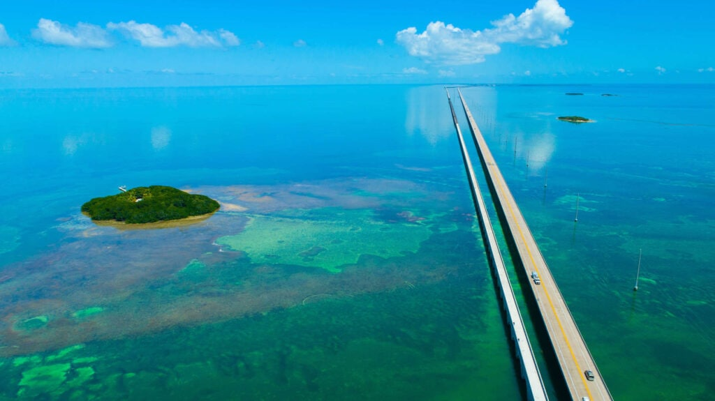 7 Mile Bridge // Plan your Florida National Parks itinerary with this 7-day road trip guide that visits Key Biscayne, Everglades & Dry Tortugas National Parks