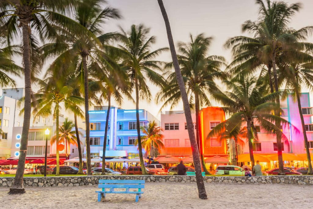 Miami Florida // Plan your Florida National Parks itinerary with this 7-day road trip guide that visits Key Biscayne, Everglades & Dry Tortugas National Parks